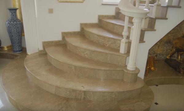 Лестница из мрамора – идеальное украшение дома