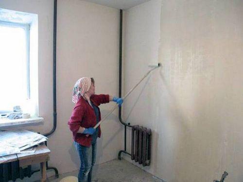 Грунтовка стен под обои перед поклейкой: видео-инструкция