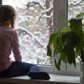 Можно ли устанавливать пластиковые окна зимой: возможные риски