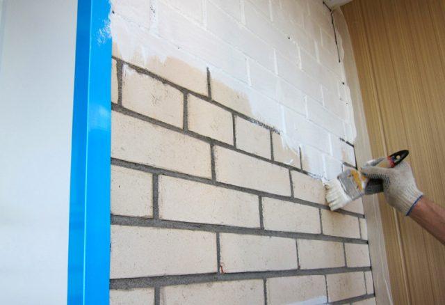 Как правильно покрасить кирпичную стену
