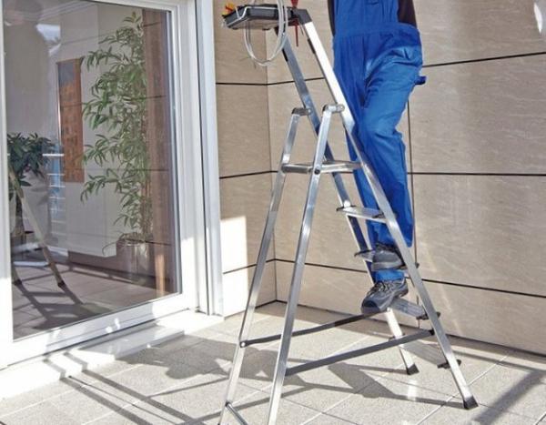 Как правильно выбирать стремянки и лестницы