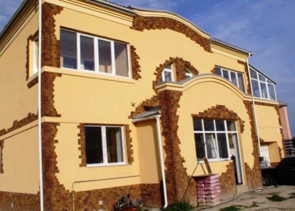 Отделка фасада загородного дома: какой материал выбрать?