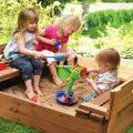 Самостоятельное возведение детской песочницы и его особенности