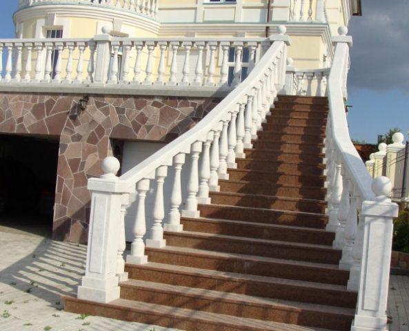 Изготовление балясин из бетона под мрамор
