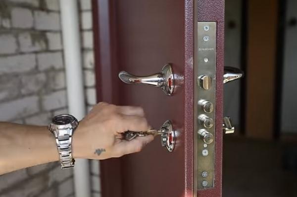 Некоторые советы тому, кто хочет поставить входную металлическую дверь самостоятельно