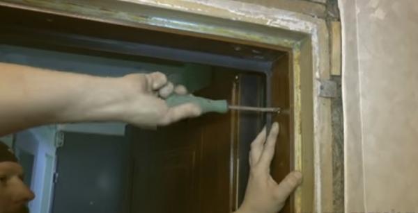 Популярные способы реставрации межкомнатных дверей своими руками