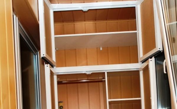 Удобный шкаф на балконе