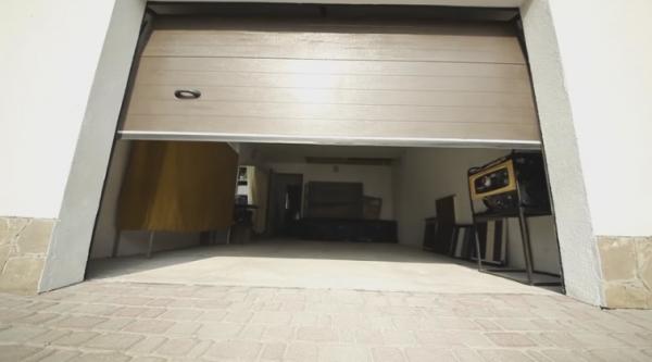 Секционные ворота для гаража: характеристики и правила установки