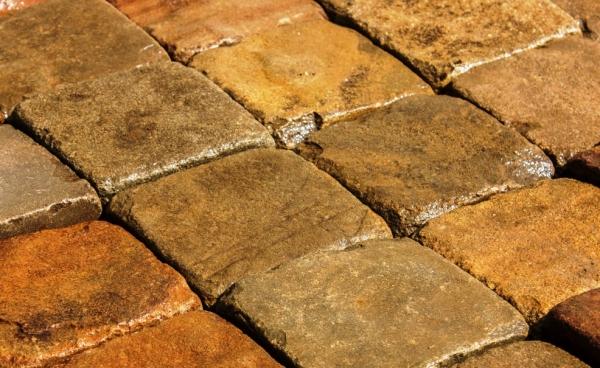 Изделия, изготовленные из натурального камня и встречающиеся в быту