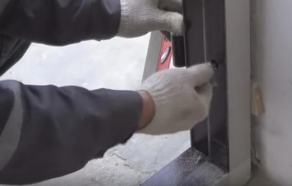 Способы установки металлической входной двери