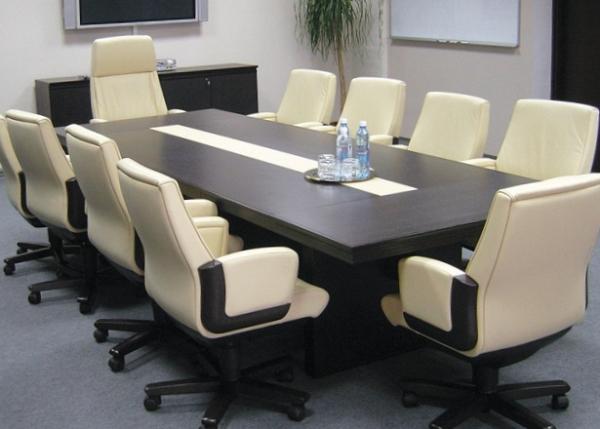 Как выбрать офисный стол для переговоров и совещаний?