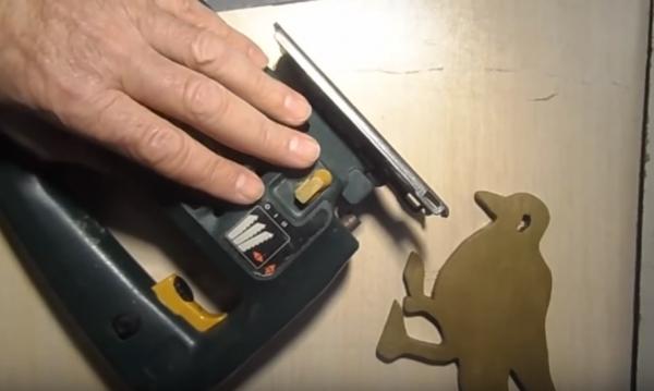 Как использовать электролобзик для фигурной резьбы?
