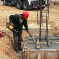 Особенности использования глубинного вибратора для уплотнения бетонных смесей