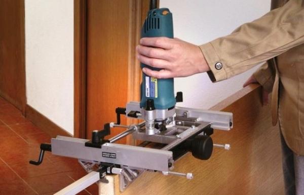 Как установить петли на межкомнатные двери