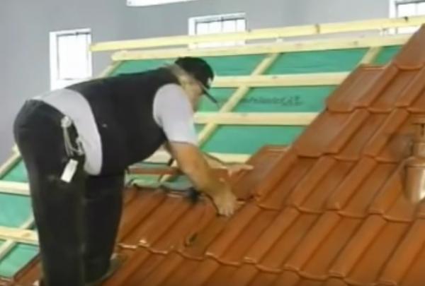 Отделка крыши керамической черепицей самостоятельно