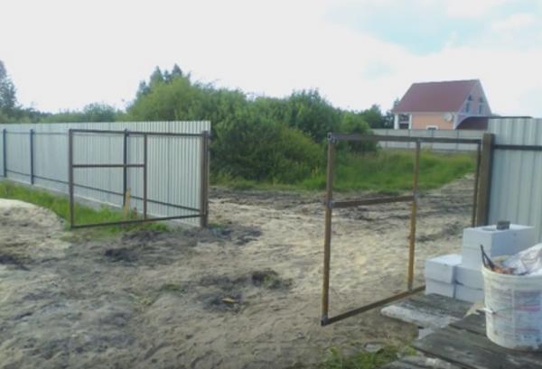 Как изготовить красивые ворота из профнастила