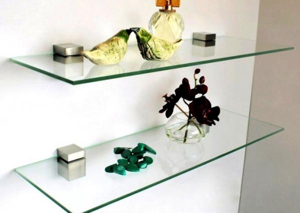 Как прикрепить стеклянные предметы к стене, куда и на что клеить