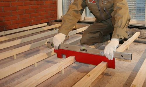 Установка лаг: как укладывать балки на основание из бетона