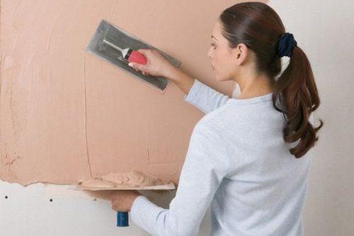 Как шпаклевать стены под обои: видео-инструкция как зашпаклевать