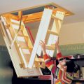 Разновидности чердачных лестниц, рекомендации по их выбору и монтажу