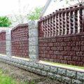Сооружения бетонного забора на даче, насколько оправданна подобная затея