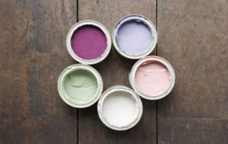 Чем покрасить деревянный пол: краской или лаком?
