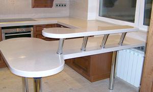 Фото кухни с барной стойкой: дизайн маленькой кухни-гостиной