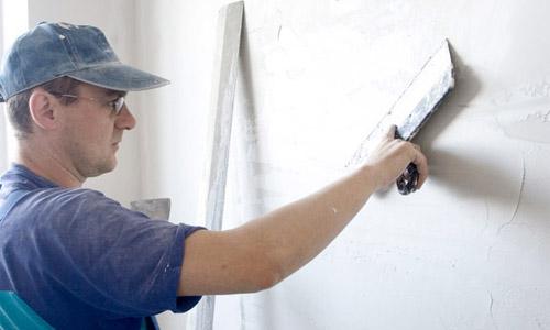 Шпаклевание стен под обои: видео-инструкция по монтажу
