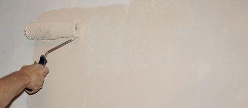 Покраска стен после снятия обоев водоэмульсионной краской