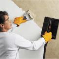 Как очистить стену от краски: видео-инструкция