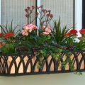 Балконные ящики для цветов— пластиковые, деревянные