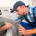 Протекает стиральная машина снизу – что делать?