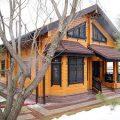 Срубы домов из бруса: (7 фото), обычный брус, профилированный