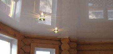 Натяжные потолки в деревянном доме сочетаемость