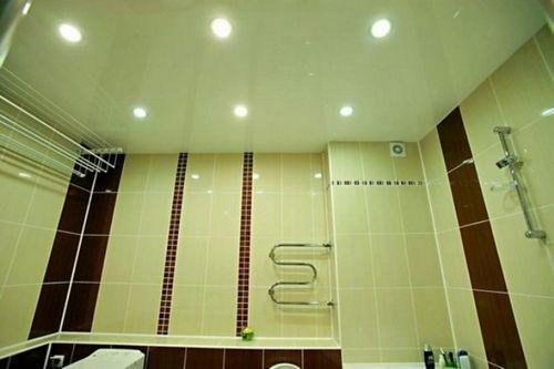 Что сначала устанавливают ванну или натяжные потолки