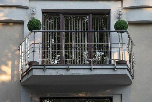 Перила для балкона: виды балконных ограждений, как сделать