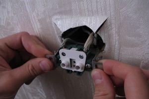 Демонтаж, ремонт и замена розеток и выключателей: как найти