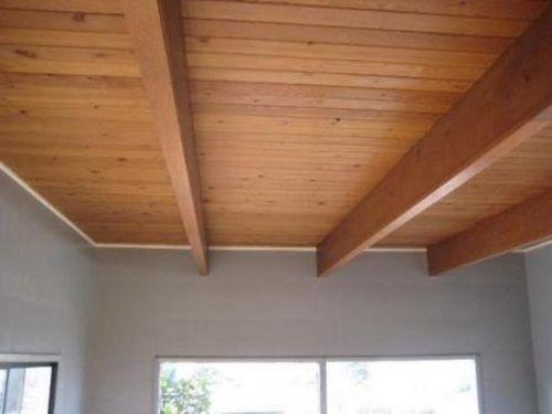Шлифовка деревянного потолка - в каких случаях она нужна