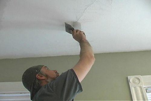 Как заделать трещину на потолке своими руками