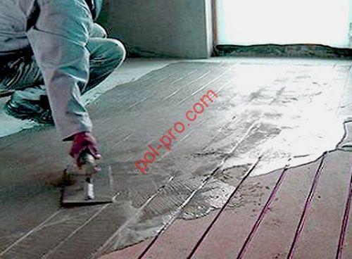 Укладка стяжки на деревянный пол