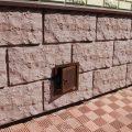 Отделка цоколя панелями под камень— особенности процесса