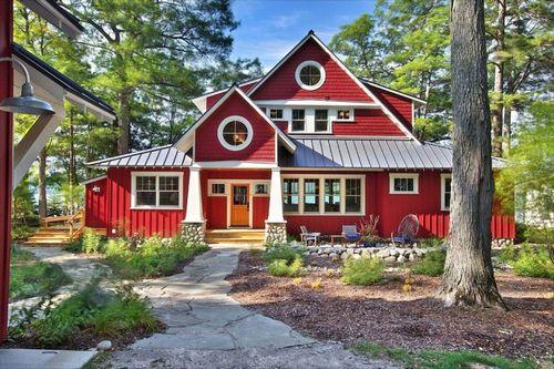 Чем покрасить деревянный дом снаружи: какая краска для наружных